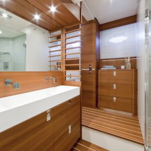 I75_master bathroom